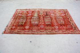 新疆民族手工老地毯【长2.60米宽1.35米】