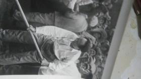 估计70年代的,8寸黑白新闻展览照片《伟大领袖毛主席永远活在我们心中》毛主席系列49    原物照相