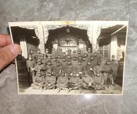 日本侵华日军 川岸兵团 川岸文三郎 等合影(尺寸15.3厘米×11厘米)