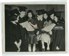 1941年6月旅美华人华侨中国儿童通过出售邮票筹款来参加抗日救亡运动老照片