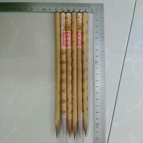 七八十年代库存毛笔,寿星牌大狼毫6支合售。〈3支有商标,另3支没商标,几十年前物品,要求完美者,慎购……