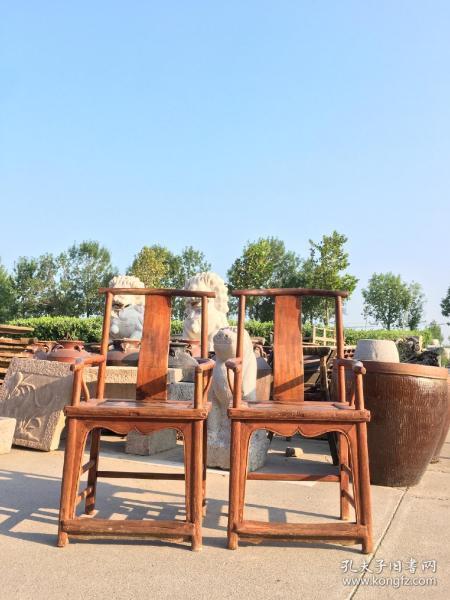 榆木四出頭一對,做工精細,皮殼老辣,57x45厘米,高105厘米