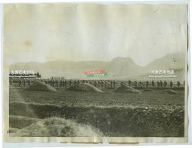 1927年1月国内军阀混战时期,安国军和他们挖掘的战壕。安国军为中华民国15年(1926年)成立的武装力量,由十五个省联合组建,总司令为张作霖。