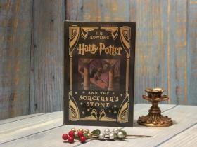 绝版哈利波特魔法石 美版 豪华仿皮金边收藏版 边角氧化HARRY POTTER AND THE SORCERER'S STONE ~ J.K. Rowling COLLECTOR'S EDITION 1st. Ed