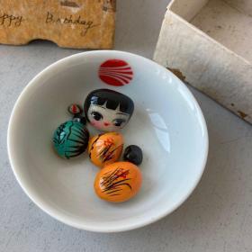 碗里有个女娃娃