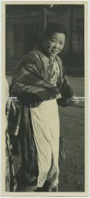 民国时期日本和服女子照片一张,泛银,22.1X9.9厘米
