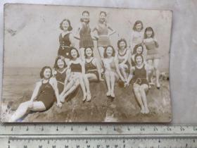 民国时期女影星泳装美女合影老照片