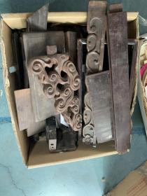 一盒子老木料,红木还是什么木头不太懂,一起来的一起走