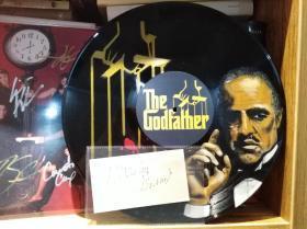 【奥斯卡影帝 马龙·白兰度(Marlon Brando,1924—2004)签名手迹一份 附手绘《教父》剧照黑胶唱片一张】 1995年7月签于爱尔兰Shangarry House 带证明信