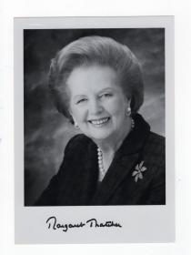 英国首相 铁娘子 撒切尔夫人 Margaret Thatcher 亲笔签名照 PSA鉴定