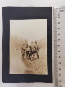 来自侵华日军联队在河北省,山西省,山东省相册,此为其中1张,民国照片,是否是日军军官研究作战