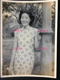 老照片 民国 超有气质的美女 旗袍 一笑迷人 魅力永存 令人爱不释手 大尺寸 约20.2×14.5cm (品相好) 保存好 保证原版