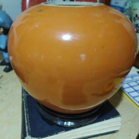清末珊瑚红西瓜罐有底款!罐身有鸡爪纹,口沿有小磕,其余完整,珊瑚红瓷器不多,西瓜罐更是少见,带底款的更是少之又少!包老保真!