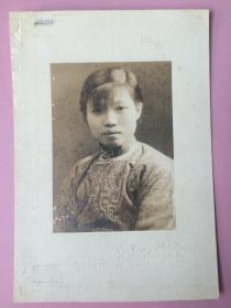 2张,夫妻,照片,民国,上海美女,端庄素雅,服饰特别,相纸特殊,有照相馆名称,尺寸较大(长约15cm)