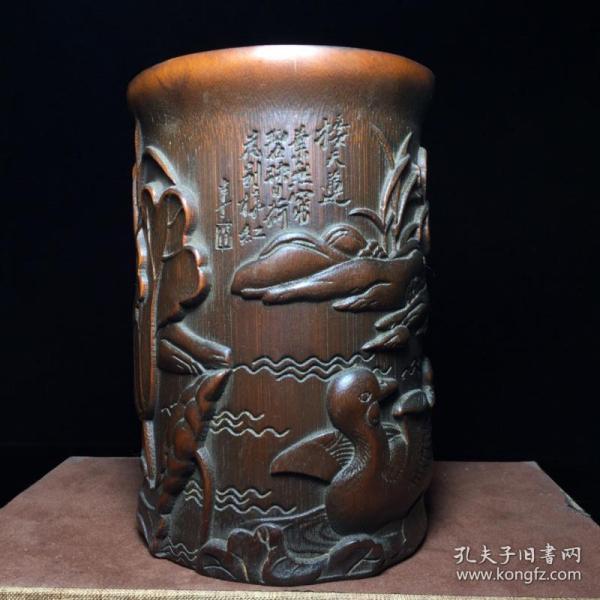 竹雕荷塘鴛鴦紋筆筒