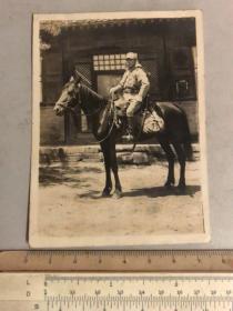 民国抗战时期骑马挎着指挥刀的日本鬼子老照片