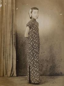 民国时期老照片——旗袍小脚美女照片(银盐照片)
