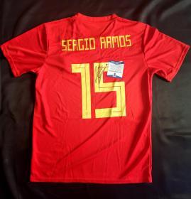 """""""皇马俱乐部及西班牙国家队队长"""" 拉莫斯 签名Addidas版西班牙国家队队服 由三大签名鉴定公司之一Beckett(BAS)鉴定"""
