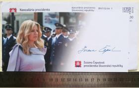斯洛伐克历史上第一位女总统、最年轻的总统、国家元首(2019-)、进步斯洛伐克运动副主席(2018-2019)、环境领域杰出领袖、2016年戈德曼环境奖(绿色诺贝尔奖)获得者、世界环境法联合会成员、研究员、律师、作家、苏珊娜·恰普托娃(Zuzana Čaputová)、亲笔签名、官方精美大照片1张(非常罕见、非常珍贵)