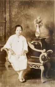 民国时期老照片—— 一个优雅的女子(银盐照片)
