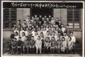 老照片一张:1965年7月7日楚雄中学初八十一班毕业留影纪念(原件非常清晰,当年原版老照片)