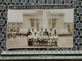1956年汉口中苏友好宫前与苏联专家合影老照片一张(背面粘贴有成员名单),包快递。
