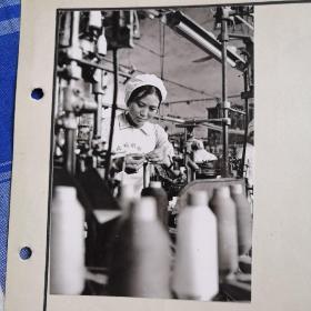 早期北园织袜厂女工老照片,可能是济南的