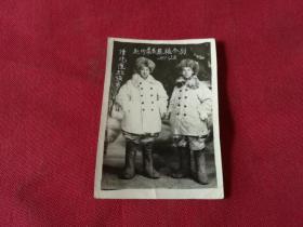 解放初期老照片:1955年元旦【津汽运驻张市赴内蒙区运粮合影】8*5.5厘米(大皮毛帽子,毛毡靴子,皮毛上衣等)