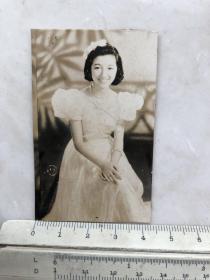民国时期日本女影星高峰秀子连衣裙老照片