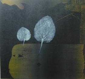 版画家张万里套色木刻版画原作 《落叶》画面尺寸30X28CM  出版有《张万里版画集》《画笔之歌》《诗性世界》。