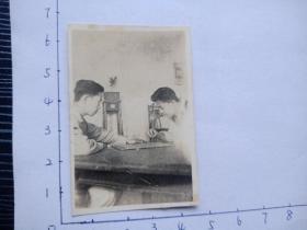 老照片15020-民国时期-两男子下象棋-留影