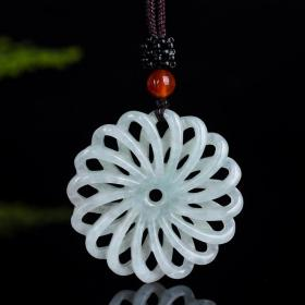 天然翡翠(A货)镂空花纹吊坠 时尚流行项链锁骨链毛衣链