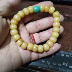 民国时期藏族老骨头手串,鹿骨手链,玉化很好,通透,珠子有裂,但已经定性,不会再裂了。介意慎拍,尺寸1.0×0.9约