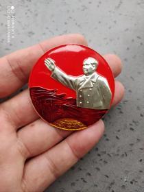 文革时期:毛主席挥手像章