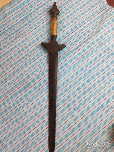 清末時期,袖珍短劍。保存完整!!!銅把,包口。純手工制作。滿工花紋。帶鐵匠印記。保真包老。