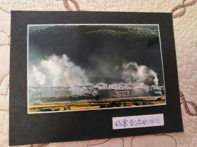 广东•摄影家:钟伟民—参赛作品【晓雾散尽炊烟起】13cm×9cm 背后有文字说明与签名