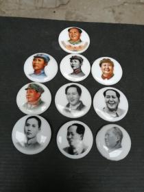 """#毛主席像章#景德镇名瓷毛像章,品好如图包老。共10枚,10个品种。30元一枚,通走。 感兴趣的话点""""我想要""""和我私聊吧~"""