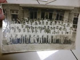 7.80年代60多人黑白集體照      原物照相