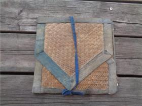 清代竹席编盛放绣花图样的夹子