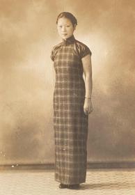 民国时期老照片——优雅的旗袍女子(银盐照片)(千秋 南京石板桥)