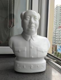 文革时期:毛主席玻璃瓷像。高27厘米。