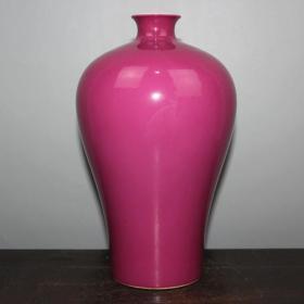 胭脂红梅瓶