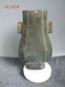 出土宋代官窯單色釉瓷瓶、