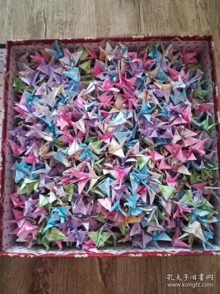 千紙鶴,手工制作,約1000個。