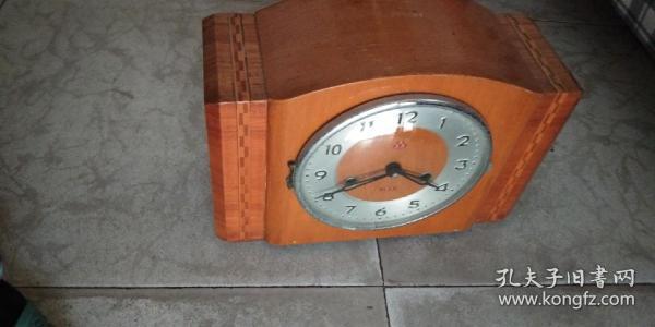 品相不錯的上海產555牌座鐘