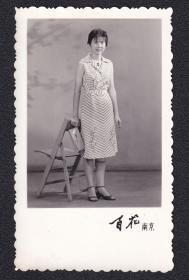 7.80年代美女老照片1张(尺寸约6*10厘米)1361