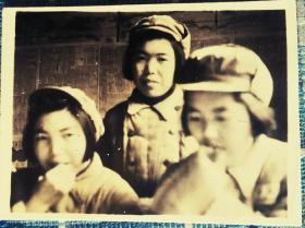 1950年元旦上海军医大学女兵合影老照片