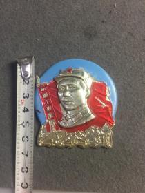 文革时期毛主席像章,中国工农红军,毛主席青年头像像章一枚。时代特色鲜明