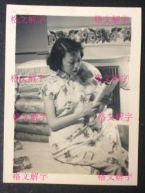 老照片 民国 旗袍美女 看书 床上 棉被枕头 富贵人家 文静的气质