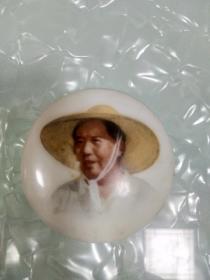 瓷毛主席像章5.0厘米,背敬祝毛主席万寿无疆,中国景德镇